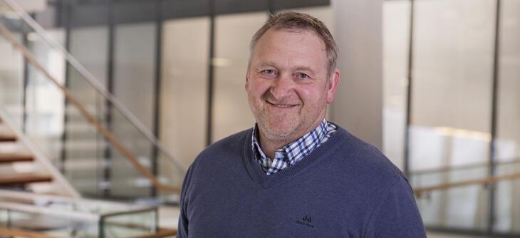 Svein Morten Rogn tror på stor utvikling av fjernvarme i Skien. Nå fusjoneres Skien Fjernvarme inn i Skagerak Varme.